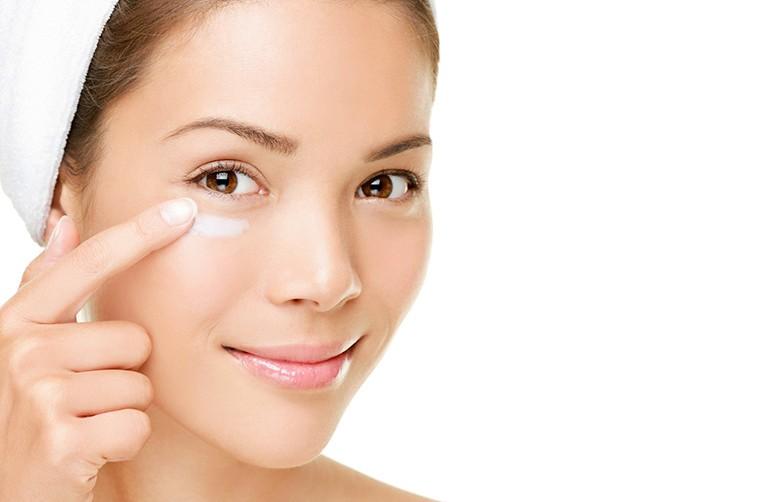 4 cách chống lão hóa da vùng mắt đơn giản tại nhà chị em nhất định phải thử