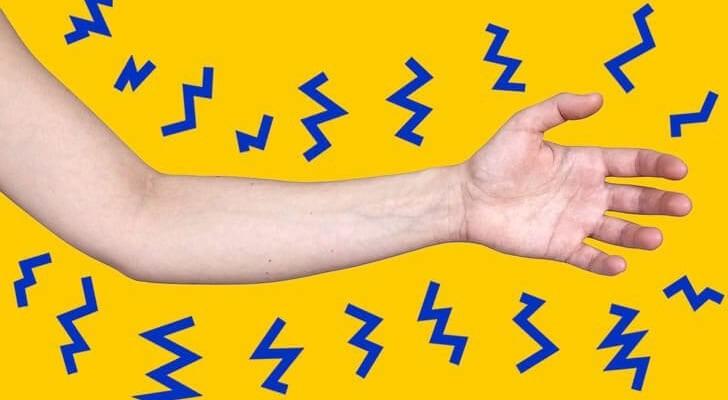 5 lý do vì sao bạn bị tê tay khi đi ngủ và cách giải quyết