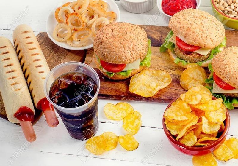 8 loại thực phẩm không nên ăn khi tâm trạng đang buồn
