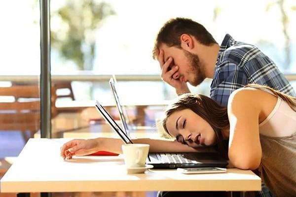 6 thói quen xấu khiến bạn thường xuyên rơi vào tình trạng mệt mỏi