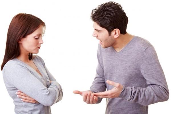 Vợ chồng chúng tôi ly hôn chỉ vì... đôi tất bẩn