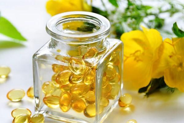 Có nên uống Tinh dầu hoa anh thảo kết hợp với vitamin E không?