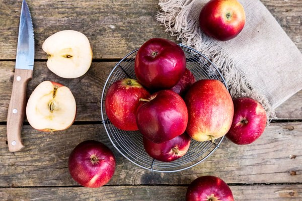 7 cách gọt táo không bị thâm đen, trắng giòn sau khi gọt đơn giản hiệu quả