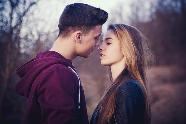 Những dấu hiệu chứng tỏ bạn đang là người đeo bám trong mối quan hệ