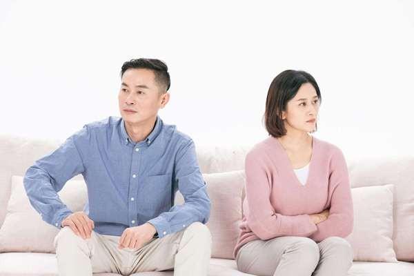 Vợ chồng cãi nhau lớn đến mấy cũng tuyệt đối không làm 5 điều này