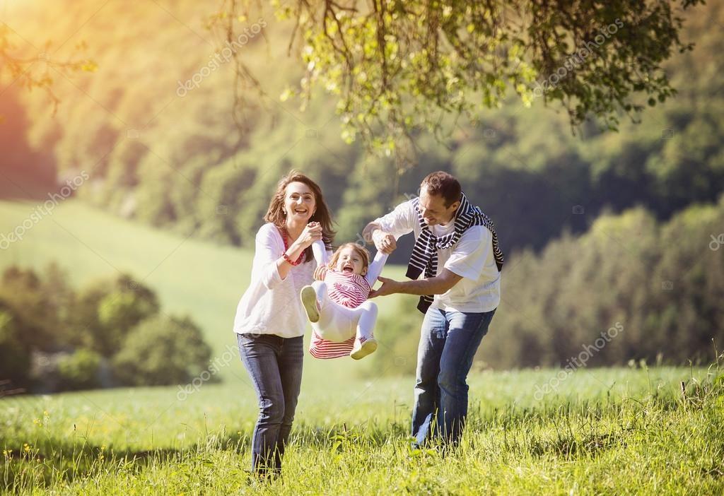 Sai lầm lớn nhất của cha mẹ: Chu cấp đầy đủ nhưng lại không dạy con cái ʟòɴg biết ơn