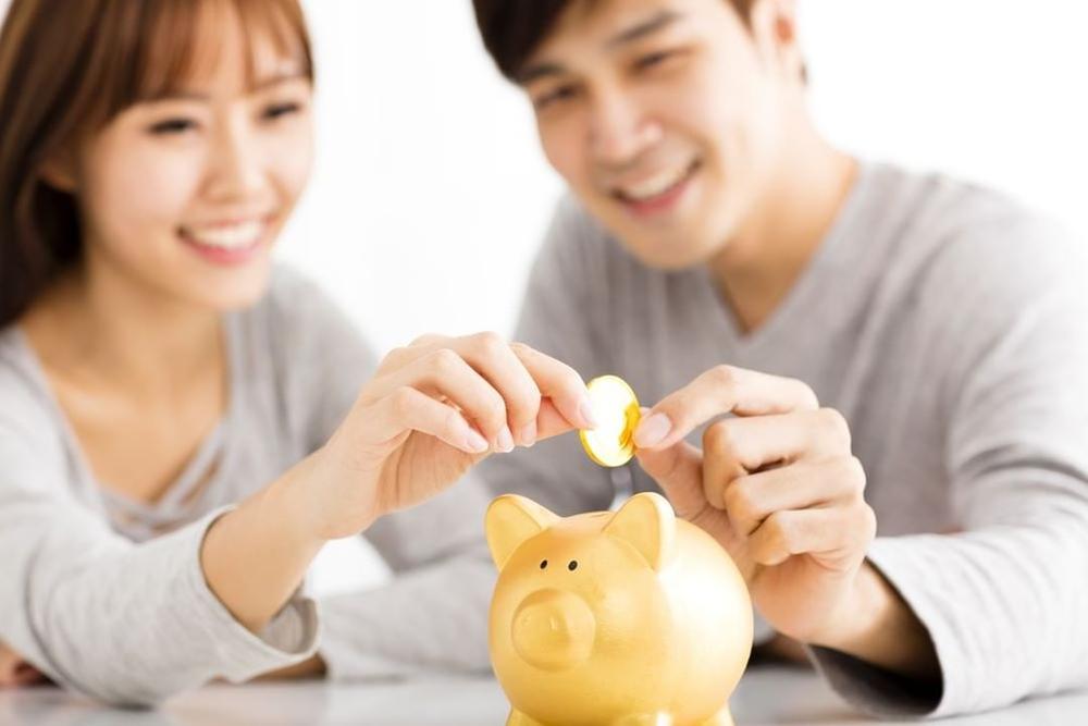 Có nên 'nộp tiền lương' cho vợ?