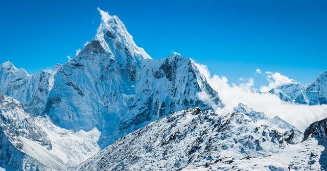 Tại sao các phi công không lái máy bay qua dãy Himalaya?