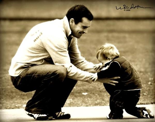 Đọc xong bức thư của con trai gửi cho người vợ đã mất ông bố chỉ biết oà khóc