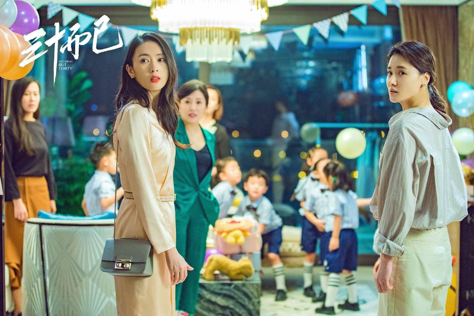 """Bí quyết mặc đẹp tuổi 30 từ """"nữ cường"""" Đồng Dao"""