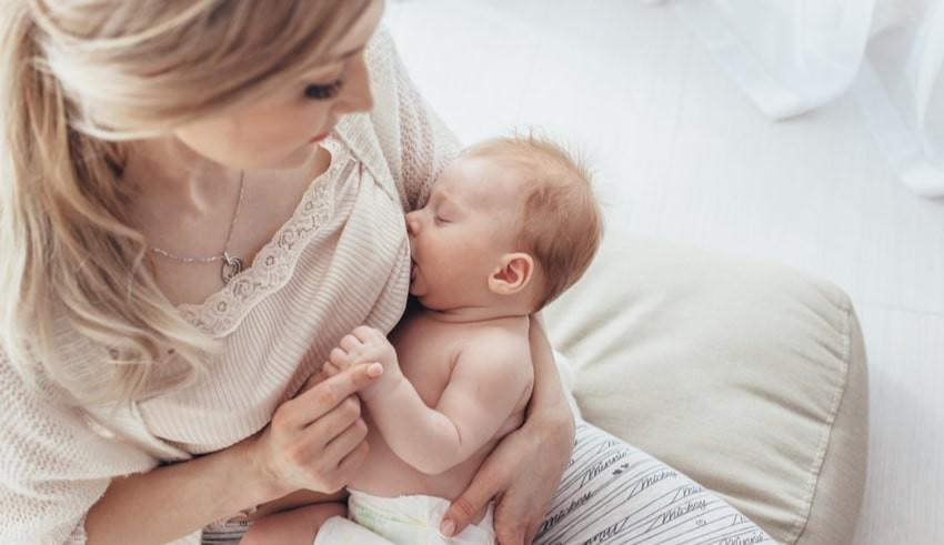 Trong sữa mẹ có chất gì?