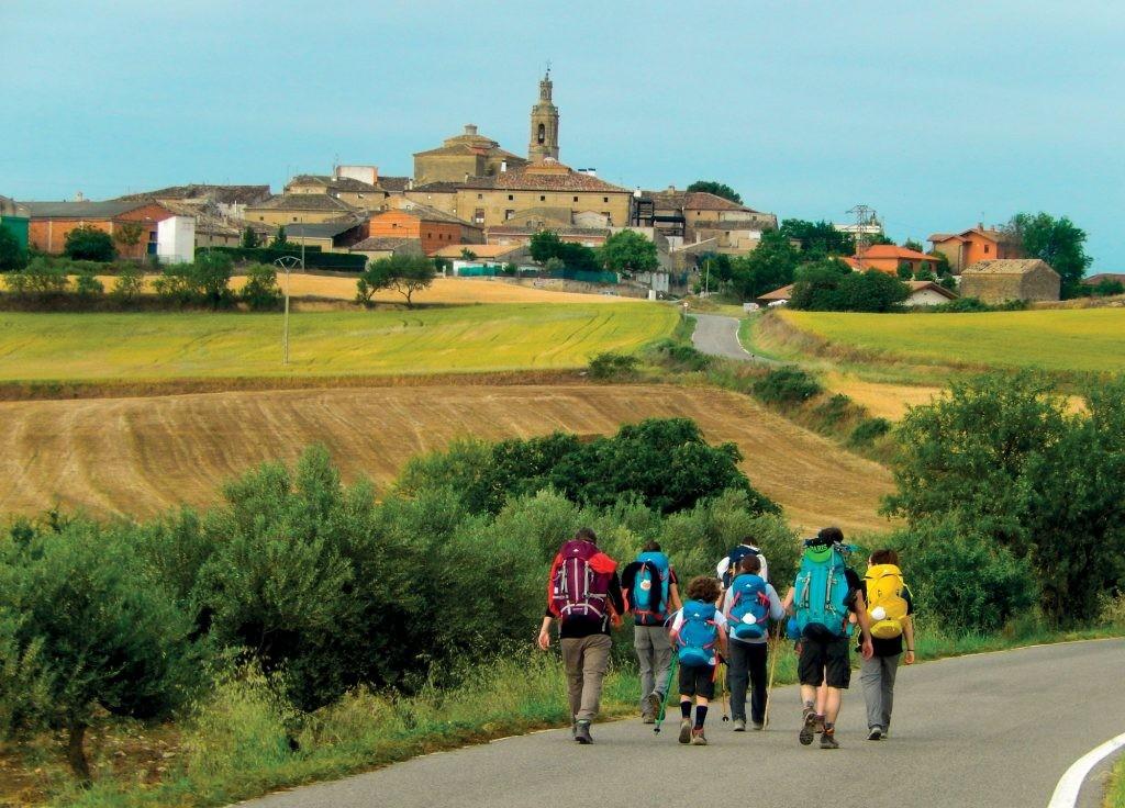 Di sản thế giới – con đường hành hương Santiago de Compostela bao gồm 1.800 công trình thuộc 107 địa điểm là các nhà thờ, lâu đài, tu viện, cầu, cảng biển…