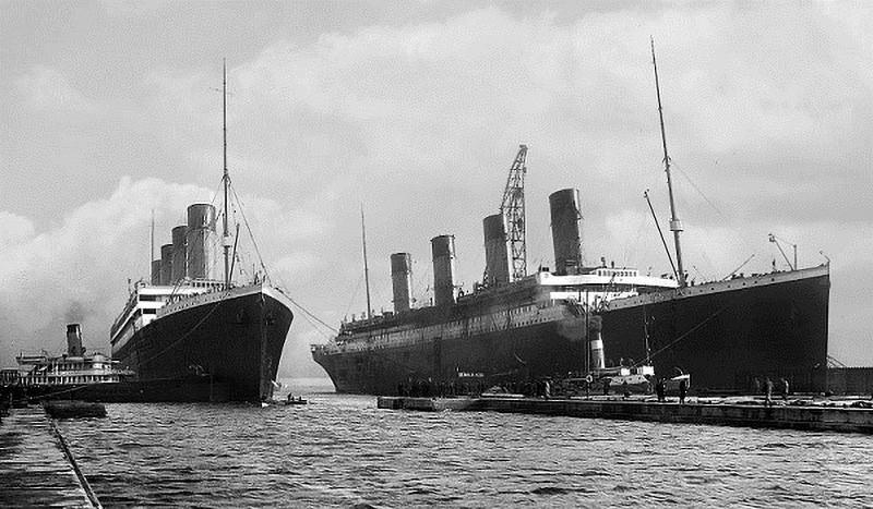 Tàu Titanic (bên phải) và Olympic – người anh em sinh đôi. (Ảnh qua televisual)