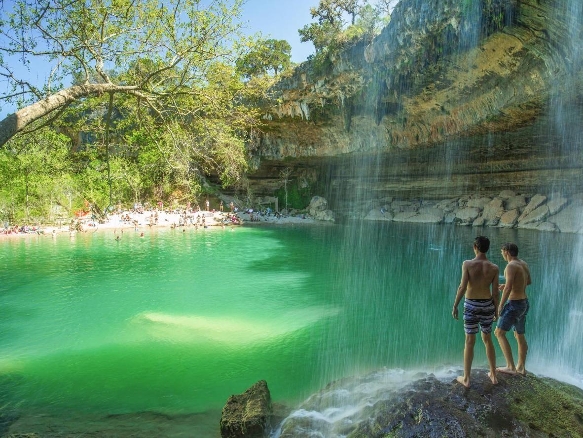 9 hồ bơi ngầm tự nhiên tuyệt đẹp sẽ khiến bạn phải trầm trồ