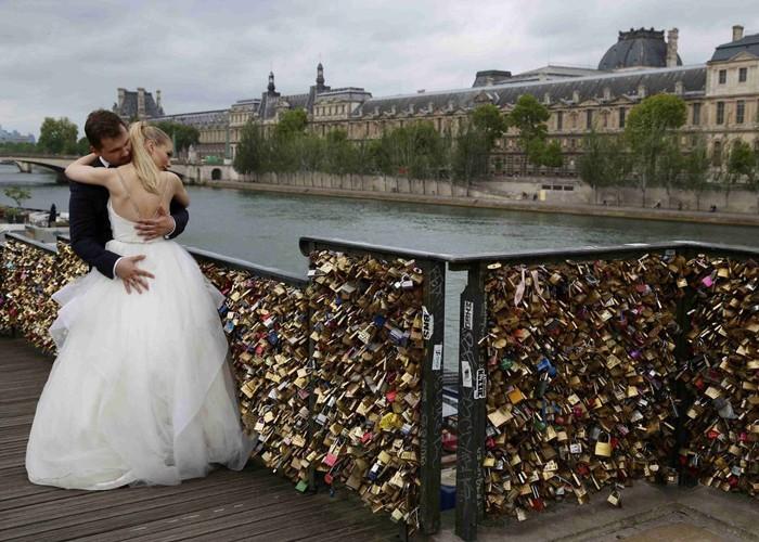 Dạo một vòng châu Âu khám phá những phiên bản cầu tình yêu ấn tượng nhất