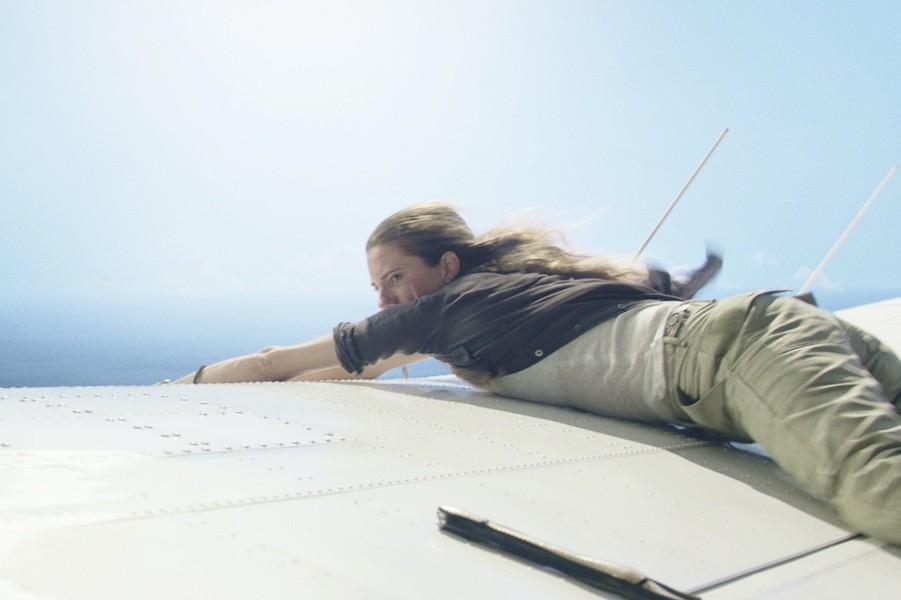 Review phim Horizon Line – Vùng trời tử thần: Khi thần chết ngủ quên