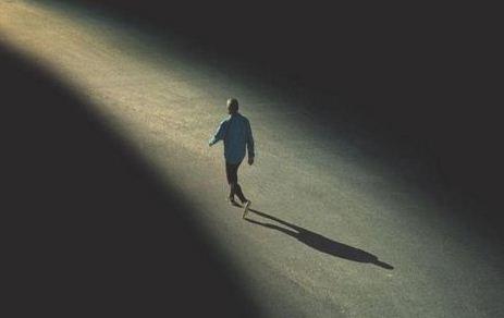 Vì sao người ta lại sợ cô đơn? Lý giải nỗi sợ hãi cô đơn trong tiềm thức