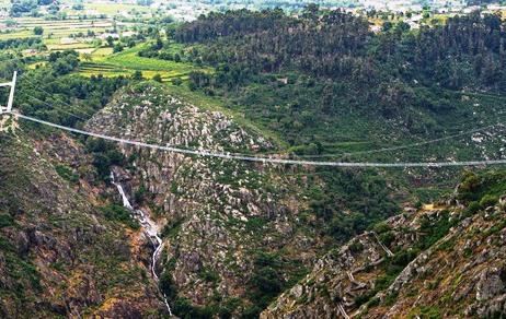 Cầu đi bộ dài nhất thế giới
