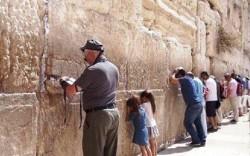 Bức tường khóc của người Do Thái vừa linh thiêng vừa kỳ lạ đến không ngờ
