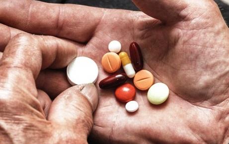 """Loại thuốc như """"con dao 2 lưỡi"""", rất nhiều tác dụng phụ nhưng nhiều người Việt đang lạm dụng"""