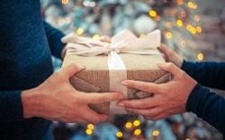Mới về làm dâu đúng dịp 8/3 ghi điểm bằng món quà nào trong mắt mẹ chồng khó tính